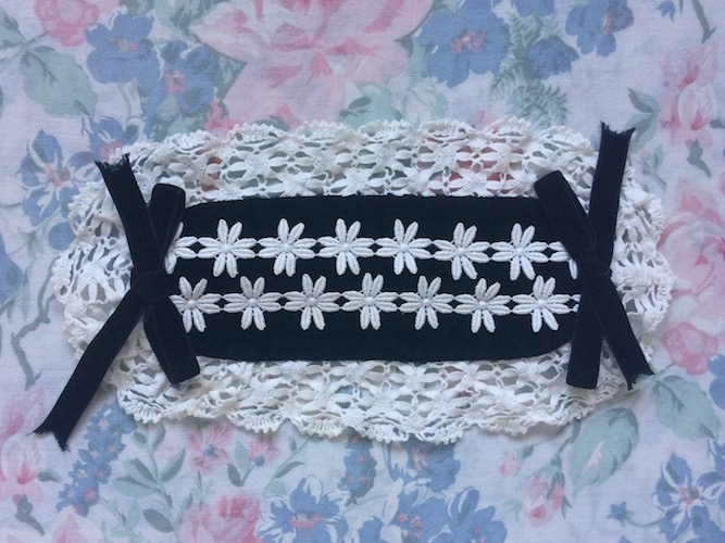 Black and white Daisy lace headdress