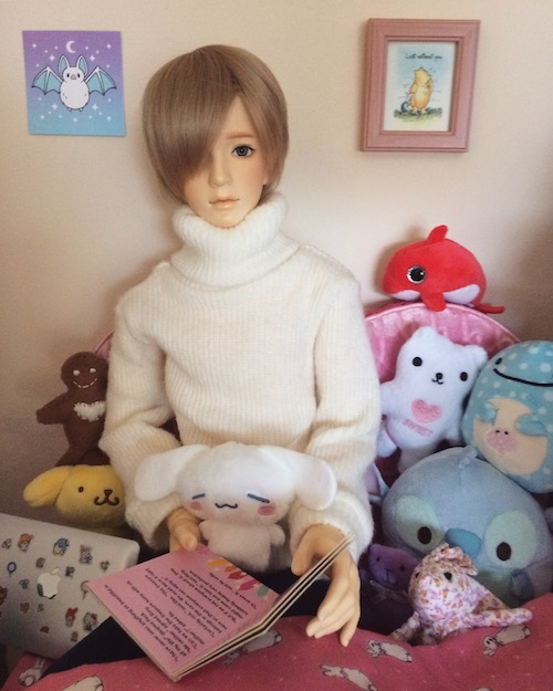 Haruhi sitting with his plushies