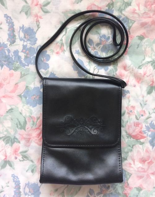 black 90s pochette