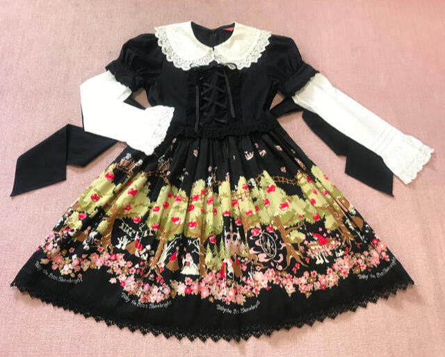 black snow white dress