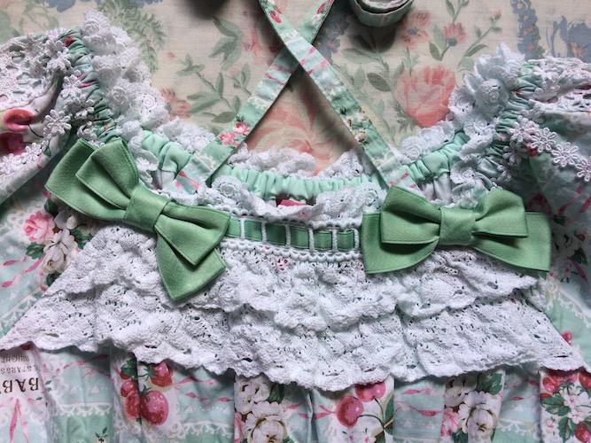 neckline details