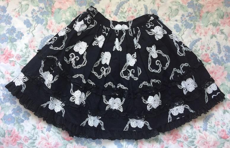 black and white thorn print skirt