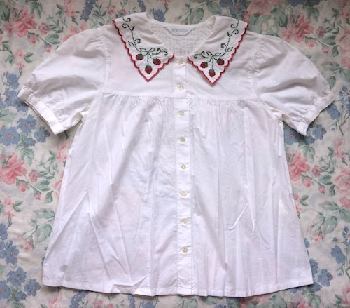 strawberry collar blouse