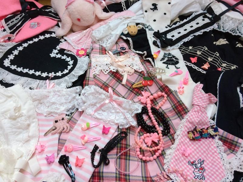 capsule wardrobe pic